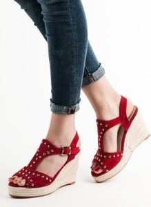 Czerwone sandały Czasnabuty
