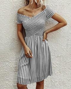 Sukienka Kendallme z dekoltem w kształcie litery v z krótkim rękawem w stylu casual