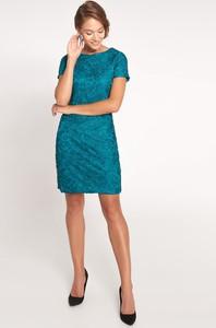 Zielona sukienka QUIOSQUE mini dopasowana z krótkim rękawem