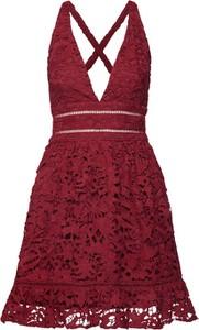 Czerwona sukienka Love Triangle mini z dekoltem w kształcie litery v