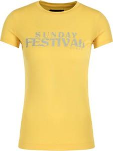 Żółty t-shirt Guess z krótkim rękawem w stylu casual