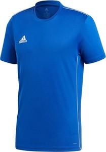 Niebieski t-shirt Adidas w sportowym stylu