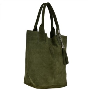 Zielona torebka Borse in Pelle duża zamszowa w wakacyjnym stylu