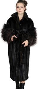 Fortini Długi płaszcz ze sztucznego futra z puszystymi rękawami