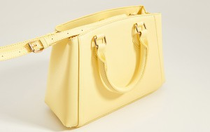 Żółta torebka Mohito z breloczkiem do ręki średnia
