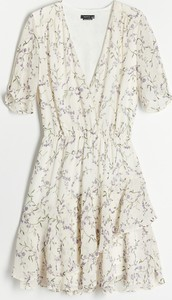 Sukienka Reserved trapezowa z dekoltem w kształcie litery v