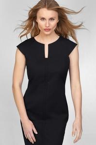 Czarna sukienka ORSAY z krótkim rękawem z tkaniny
