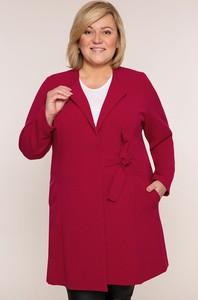 Czerwony płaszcz modneduzerozmiary.pl w stylu casual