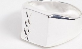 ASOS DESIGN – Sygnet z krzyżykowym grawerowaniem w kolorze srebrnym