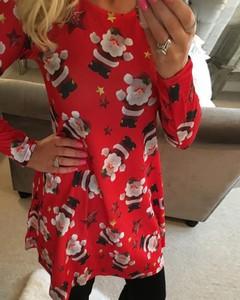Sukienka Kendallme z długim rękawem w bożonarodzeniowy wzór w stylu casual