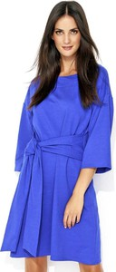 Niebieska sukienka Numinou w stylu casual midi