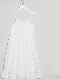 Mama Licious Mamalicious – Maternity – Biała sukienka midi na ramiączkach z warstwową spódnicą, zdobiona haftem angielskim-Biały