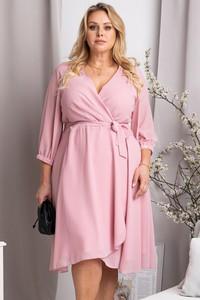 Różowa sukienka KARKO kopertowa z szyfonu z dekoltem w kształcie litery v