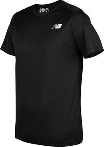 Czarny t-shirt New Balance w sportowym stylu