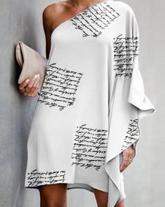 Sukienka Kendallme w stylu casual z okrągłym dekoltem z długim rękawem