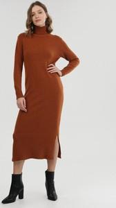 Brązowa sukienka born2be z długim rękawem w stylu casual