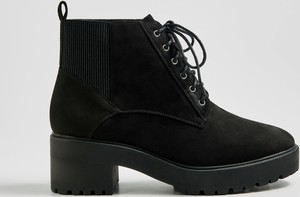 Czarne botki Sinsay na obcasie w młodzieżowym stylu sznurowane