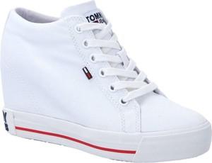 Buty sportowe Tommy Jeans na koturnie