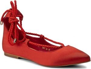 Czerwone baleriny Carinii sznurowane z płaską podeszwą