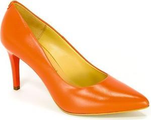 Pomarańczowe czółenka Sala ze skóry