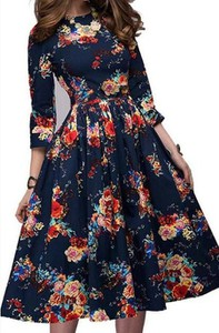 Sukienka Cikelly z długim rękawem z okrągłym dekoltem