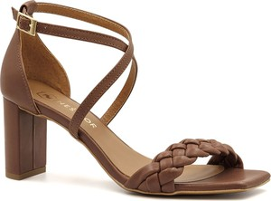 Brązowe sandały Neścior z klamrami ze skóry