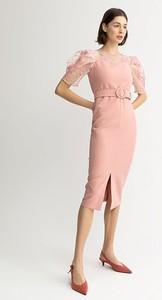 Różowa sukienka BGN z krótkim rękawem