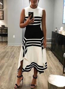 Sukienka Cikelly w geometryczne wzory bez rękawów