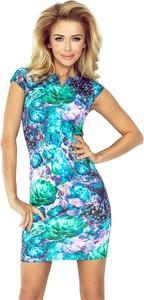 Sukienka NUMOCO dopasowana w street stylu z krótkim rękawem