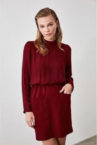 Sukienka Trendyol z okrągłym dekoltem prosta w stylu casual