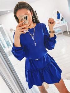 Niebieska sukienka magmac.pl w stylu casual oversize z okrągłym dekoltem