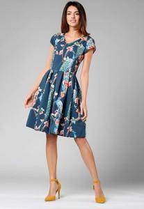 Sukienka Nommo z krótkim rękawem midi w stylu casual