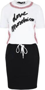 Sukienka Love Moschino z krótkim rękawem w stylu glamour