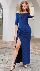 Niebieska sukienka noshame