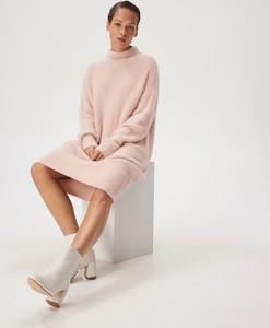 Różowa sukienka Sinsay z długim rękawem midi z golfem