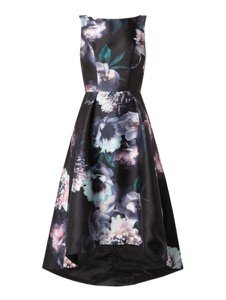 Czarna sukienka Chi Chi London z okrągłym dekoltem