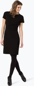 Czarna sukienka Marc Cain Essentials dopasowana w stylu klasycznym z okrągłym dekoltem