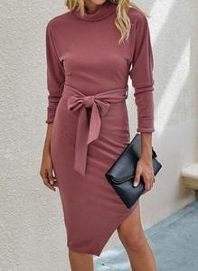 Różowa sukienka Cikelly z długim rękawem z golfem