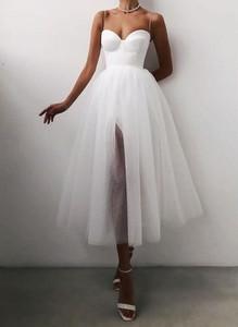 Sukienka Sandbella rozkloszowana z dekoltem w kształcie litery v maxi