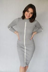 Sukienka Endoftheday dopasowana z długim rękawem w stylu casual