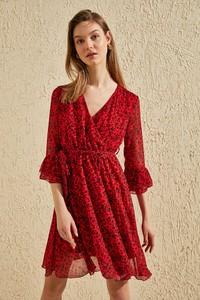 Czerwona sukienka Trendyol mini z dekoltem w kształcie litery v