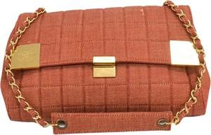 Brązowa torebka Chanel średnia matowa na ramię