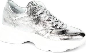 Srebrne buty sportowe CheBello w sportowym stylu