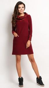 Czerwona sukienka Awama z długim rękawem z golfem w stylu casual