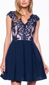 Sukienka Premiera Dona rozkloszowana mini z tkaniny
