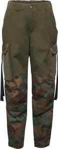 Zielone spodnie Diesel w militarnym stylu
