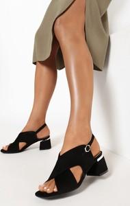 Czarne sandały born2be z klamrami na obcasie na średnim obcasie