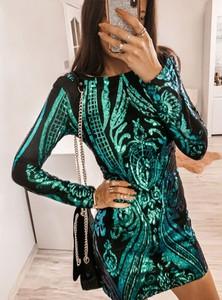 Zielona sukienka Pakuten trapezowa z długim rękawem