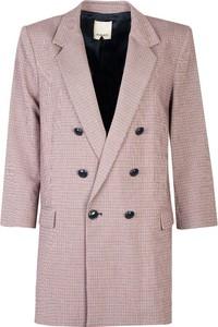 Różowa marynarka ubierzsie.com długa z tkaniny
