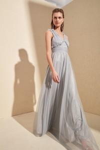 Srebrna sukienka Trendyol bez rękawów rozkloszowana